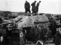 Danske soldater undersøger en tysk Jagdpanther