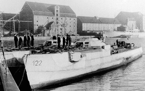 S 122 på Holmen. Denne båd blev brugt som reservedelslager og indgik aldrig i flådens tal. (Jørgen S. Lorenzen)