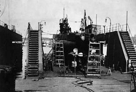 En undervandsbåd af H-klassen i flydedok nr. 2 i 1941 eller 1942. (foto: Niels Erik Hansen)