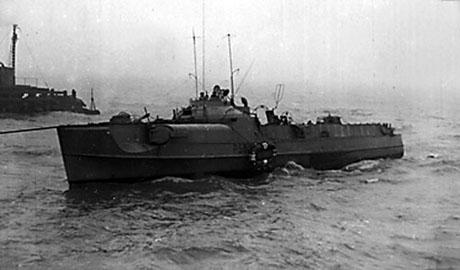 HAVØRNEN bragt flot og på vej mod Great Yarmouth. Flotbringningen skete før forventet, da næste springflod først var den følgende lørdag. (Helge Nielsen)