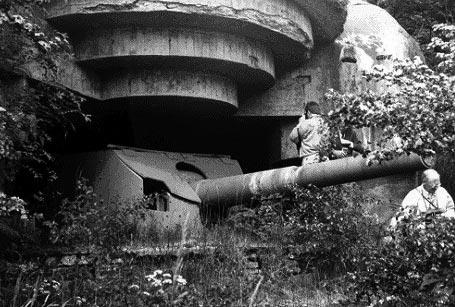 De afmonterede 150mm kanoner blev efterfølgende placeret ved en række tyske batterier ved bl.a. Løkken og Frederikshavn. Her fotograferet efter krigens afslutning. (Søværnets Taktik- og Våbenskole/UFS)
