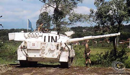 Dansk Leopard 1A5 i Bosnien (billede lånt med tilladelse fra www.haalanden.info/)