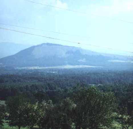 """Sukkertoppen eller """"Mount Vis"""", som den tog sig ud på det sted, hvor NAN og han besætning angreb stillingen. (foto: Ib Nordentoft Andersen)"""