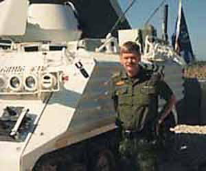 NAN foran sin TACP-PMV. Ni-tallet og bombesymbolet blev påmalet efter det første angreb. (foto: Ib Nordentoft Andersen)