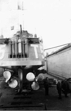 20mm antiluftskanon efterses i Nyborg havn af artillerimath P. Knudsen.