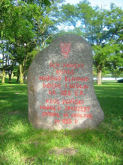 I Wolin findes et mindesmærke over Harald Blåtand, som formodes død der i 986 (Wikipedia)