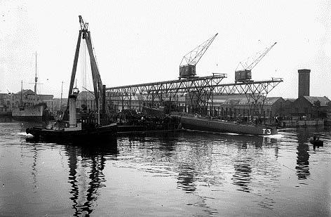 T3 LAXEN søsættes fra Dokøen den 28. november 1930. (Orlogsmuseet)