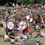 Vikingekampgruppen Ask demonstrerer kamp ved Moesgaard Museum.
