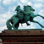 Statue af Absalon i København (fra Wikipedia)