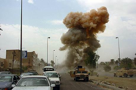 Bilbombe eksploderer i Irak (foto: Wikipedia)