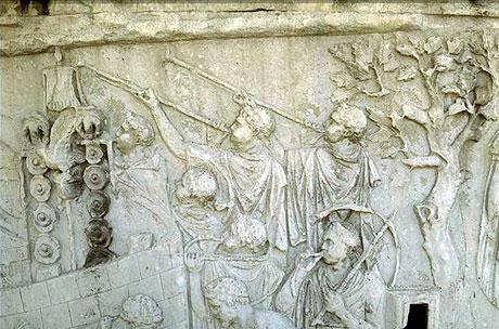 Billede af romerske trompetister på Trajan søjlen i Rom (foto: Wikipedia)