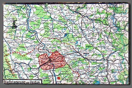 """Postkort fra Verdun sendt af sønderjyde til familien. Bagsideteksten lyder: """"Her sender jeg nu et lille Kort saa I kan see hvor jeg ligger. Nu til slut en venlig Hilsen fra Jørgen. Skriv snart."""" Om Jørgen overlevede vides ikke."""