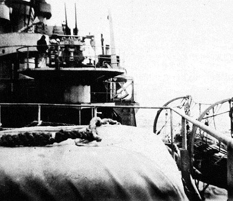 37mm antiluftskanon på Nordland. Bemandet og klar til kamp. (Fuchs)