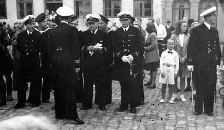 Officerer og mandskab i parade i Nyborg, sommeren 1945. Nr. to fra højre er kvartermester Eisen