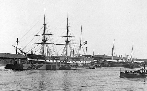 The Sjaelland and in the background the Dannebrog (photo: Orlogsmuseets collection)