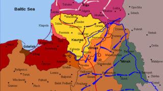 De polske militære fremstød i 1920, der drev Lenins sovjet-styrker væk, markeret med blåt, anti-bolsjevikiske angreb med mørklilla. Det lysbrune område omkring Vilnius er det i 1920-21 omstridte område mellem Litauen og Polen, hvor en afstemning om tilhørsforhold var tiltænkt, med bl.a. danske styrker som støtte. Estiske fremstød (hvide pile) havde dansk deltagelse i form af Dansk-Baltisk Auxilliær Korps, der deltog fra Aluksne til Jekabpils.