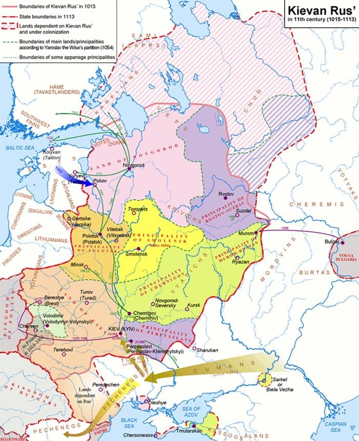 Situationen i Østeuropa efter år 1000, der for Baltikums vedkommende ikke havde ændret sig voldsomt frem til 1242 (Wikipedia). 1200-tallets kampe drejede sig om de samme territorier, herunder Karelen, som svenskerne ønskede at vriste fra Novgorod, og fra Estland/Letland rettede korsfarere angreb mod Pskov, der var allieret med Novgorod. Regionen Vod ('Votes'), der ligger ud til Den Finske Bugt og er afgørende for Novgorods adgang til Østersøen, forsøgte en dansk-tysk korsfarerstyrke at erobre i 1241 (se Skyggekrig mod Novgorod). Kampene i felttoget i 1242 foregik også i området dækket af den blå pil i området ved Peipus-søen.