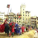 Pansrede riddere til hest var middelalderens udgave af vore dages kampvogn. 100 sådanne riddere, venligst udlejet af kong Erik Klipping, udgjorde kernen i hertug Magnus's hær i oprøret i 1275 mod sin bror, Sveriges kong Valdemar Birgersson. Her rollepillere fra Arezzo (Wikipedia/cavallericasata/PaoloBorgogni)