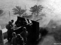 Mandskabet ved en 75 mm kanon der bevogtede indsejlingen til Flakfortet.