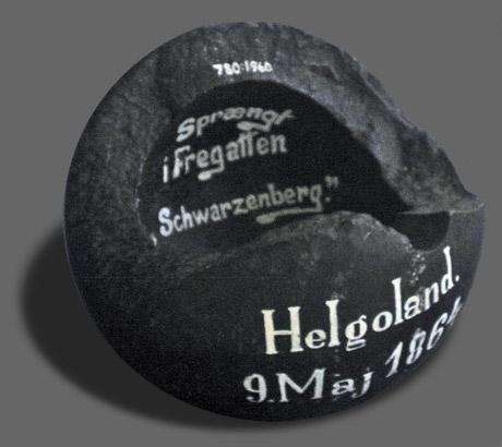 Granat fra en af de danske skibe (foto: Gert Laursen)