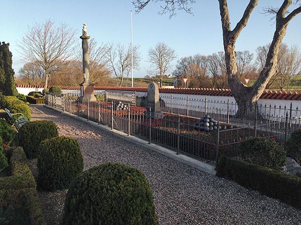 Mindesmærket på kirkegården i Sjælland Odde