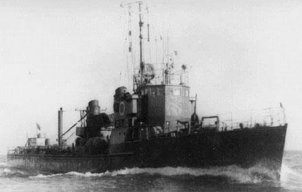Hvalen i tysk tjeneste under navnet TFA 5. TFA stod for Torpedofangboot Ausland. Bemærk kranen på agterdækket, der blev brugt til indtagning af torpedoer.