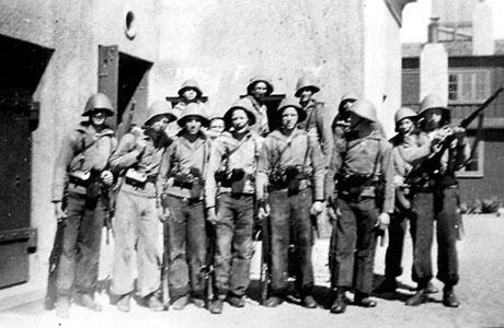 Preuthun og resten af hans kompagni fotograferet på Lynæs batteri i foråret 1943