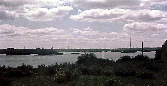 Opankrede skibe i Flensborg fjord, sommeren 1945 (foto: Jørgen Strange Lorenzen).