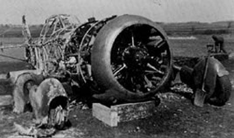 Værløse efter angrebet. Resterne af størsteparten af de danske luftstyrker.