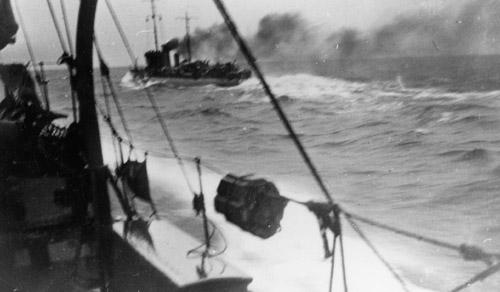 SÆLEN set fra en anden torpedobåd (foto: Orlogsmuseet)