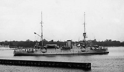 Krydseren Hejmdal. Her fotograferet i Flådens leje. (Orlogsmuseet)
