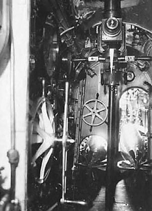 Et kig fra Kommandorummet ind i torpedo-rummet. (Orlogsmuseet).