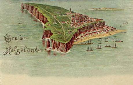 Helgoland set på et gammelt postkort. I baggrunden ses Sandøen, hvorfra danskerne bombarderede øen.