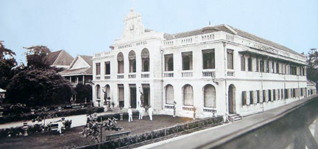 Oriental Hotel i Bangkok som Shcade var bestyrer af