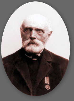 Peter Jorgensen with his memorial medal from the Three Years War. The photo was taken in 1909, when he was 89 years old.
