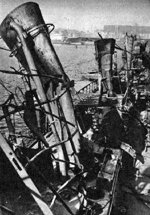 Eksplosionen gav store skader på skrog og skibenes overbygning blev i det store og hele raseret. (67)