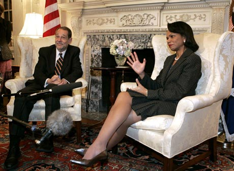 Usa's tidligere udenrighsminister Condoleezza Rice og EU's udenrigsminister Javier Solana i samtale i Washinton i 2006 (wikipedia).