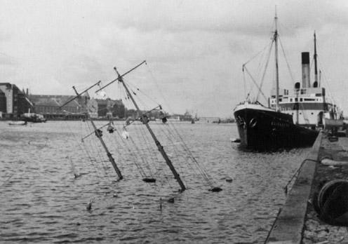 SÆLEN 29, august 1943, hvor den blev sænket i Københavns havn  (foto: Orlogsmuseet).