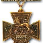 Det britiske Victoria kors er verdens mest prestigefyldte militære orden. Siden dets indstiftelse er kun 14 udlændinge er blevet tildelt det. Fire af dem var født i Danmark.