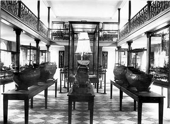 Søværnets modelsamling opstillet i Modelkammeret på Holmen (Marinens Bibliotek).