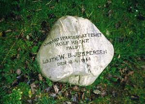 Den eneste danske søofficer der blev dræbt under Krigen i 1864, var løjtnant Jespersen, der blev dræbt ombord på ROLF KRAKE, under preussernes angreb på de danske stillinger ved Dybbøl den 18. april 1864. Denne sten blev sat op for ham ved Dybbøl.