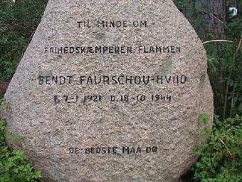 """Mindesten for Bendt Faurschou-Hviid - kendt som """"Flammen""""."""
