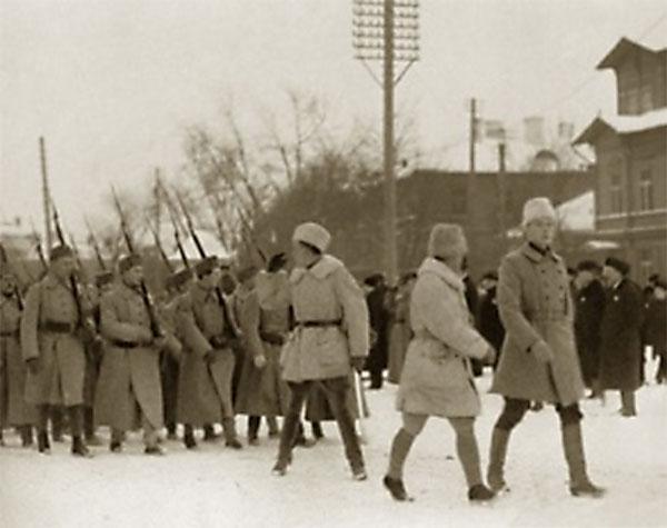 Kampen mod bolsjevikkerne og for de baltiske landes, særligt Estlands, uafhængighed tiltrak en del skandinaviske frivillige. Her er det finske frivillige, der ankommer til Tallinn i december 1918.
