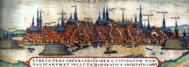 Kopi af farvelagt litografi af 1500-tallets Lübeck (Wikipedia); den rige og magtfulde by, der i flere århundreder, som del af den hanseatiske liga, dominerede handelen i Nord- og Østersøen, men som i 1500-tallet var ved at blive fortrængt af hollænderne. Engagementet i krigen i Danmark 1534-36, kaldet Grevens fejde, skulle genrejse byen til ny storhed.