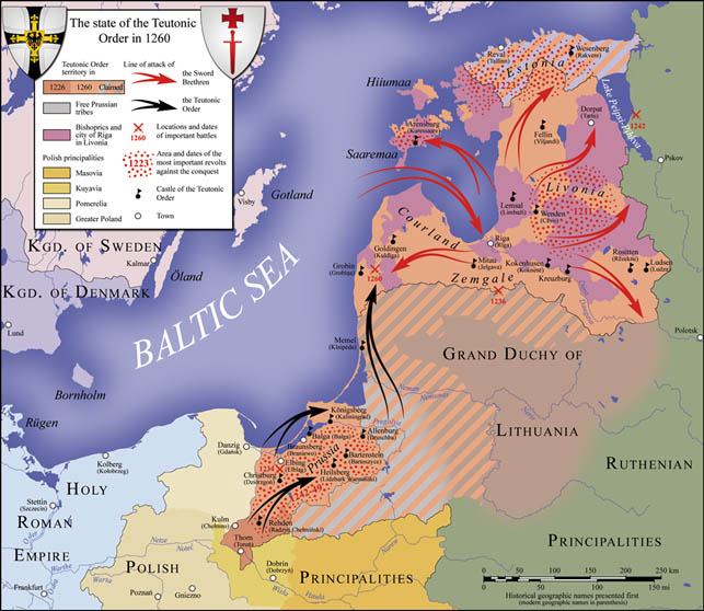 Oversigt (Wikipedia) over Sværdbrødreordenens fremstød i 1210'erne og 20'erne (røde pile). Det dansk-kontrollerede grevskab Estland med base i Reval/Tallinn øverst langs kystens plages, som det tydeligt ses, heftigt af oprør (røde prikker).
