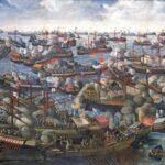 Republikken Venedig og Osmannerriget bekrigede hinanden hele 7 gange i løbet af lidt mere end 300 år. Søslaget ved Lepanto i 1571 (ovenfor) foregik under den 4. venetiansk-osmanniske krig og var med til at stække osmannernes fremmarch. Den danske søhelt Cort Adeler kæmpede i årene 1645-60 med på venetiansk side i den 5. krig, der i 1669 endte med venetiansk nederlag og tabet af Kreta.